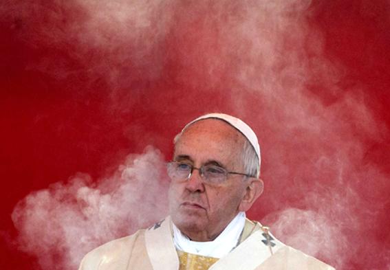Bergoglio papa-francesco-fumo 567 Rr contr
