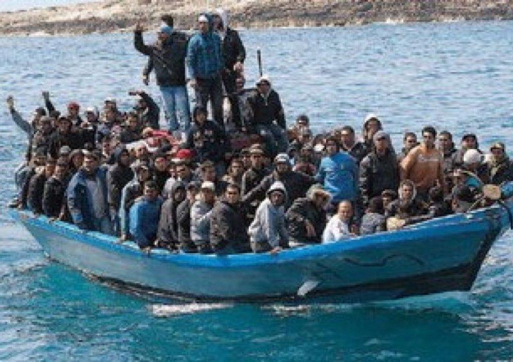 x700_dettaglio2_barcone-immigrati-scafisti1-jpg-pagespeed-ic-7_kofpeo6d
